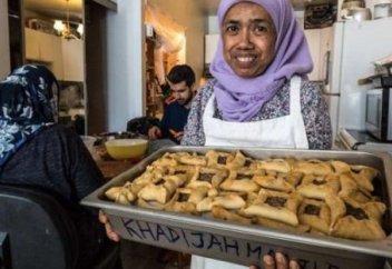 70-летняя мусульманка каждый день кормит 300 нуждающихся