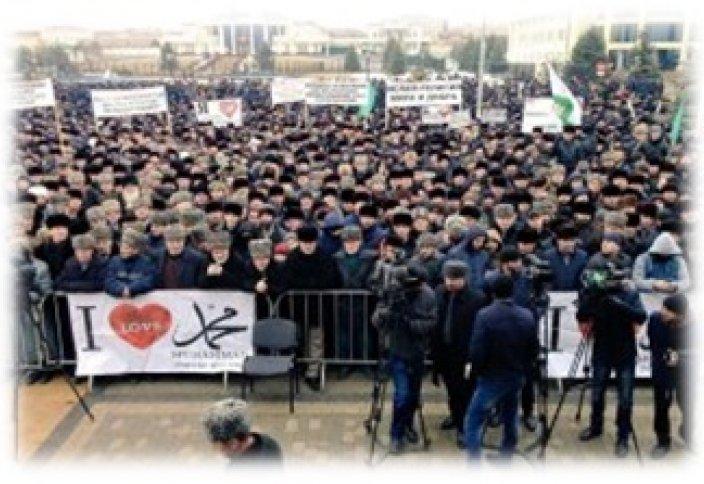 Ингушетии прошел 15-ти тысячный митинг в поддержку пророка Мухаммада ﷺ (видео)