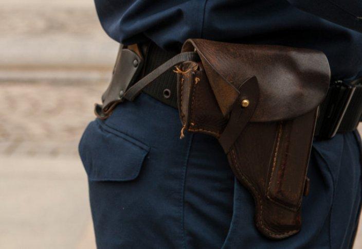 В каких случаях полицейским в Казахстане можно применять оружие