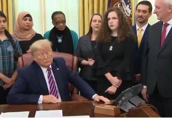 Трамп вступился за верующих в США (ВИДЕО)