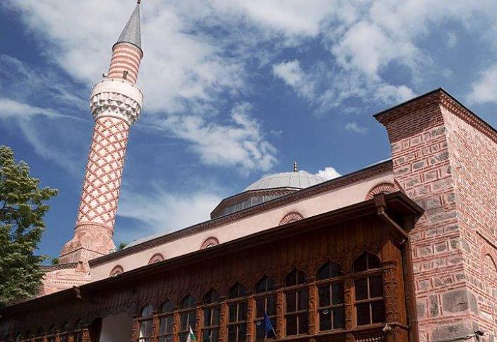 Болгария: историческая мечеть в огне