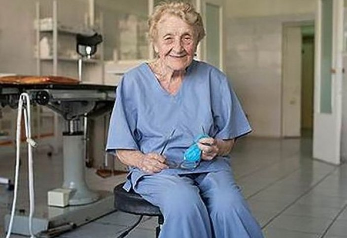 87 жастағы әже жыл сайын 100-ден аса ота жасайды