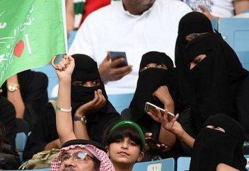 Первое посещение стадиона женщинами в Саудовской Аравии: как это было (ФОТО)