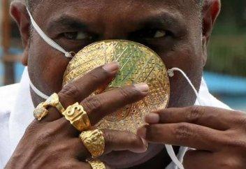 Алтыннан маска жасатқан кәсіпкер жұқпалы індеттен өлді