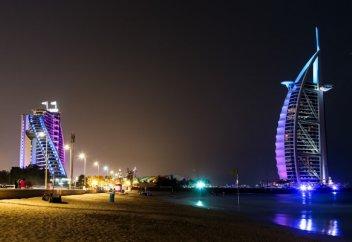 Түнде шомылғыңыз келсе, Дубайға барыңыз (видео)