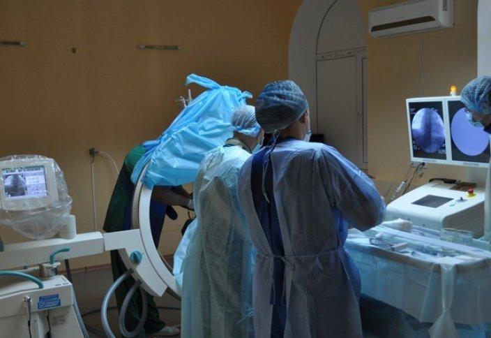 Денсаулық: Италия хирургы 2017 жылғы бас қондыру операциясына дайындалуда