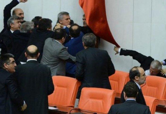Депутаты Турции подрались из-за законопроекта