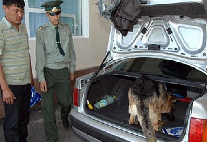 Өзбек кеденшілері шекарада қатаң режимге көшеді