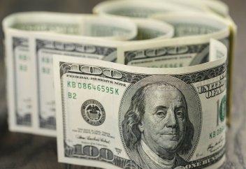 Названы 10 мировых валют, которые больше всего обвалились к доллару
