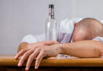 Сколько алкоголиков и наркоманов в Казахстане