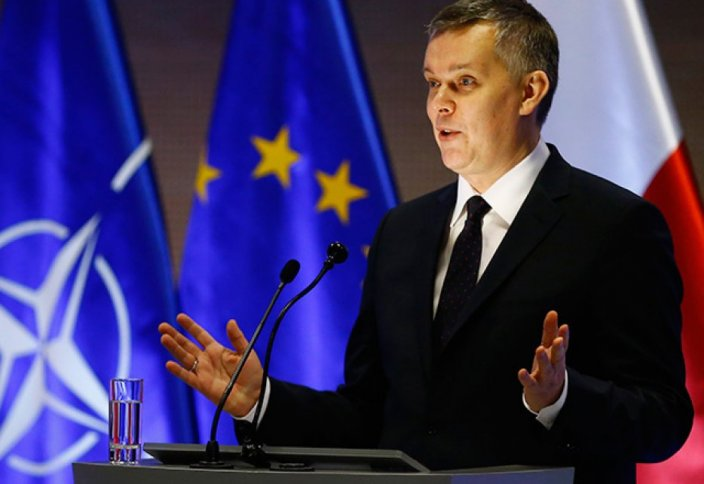 Министр лампаны микрофон екен деп қалды (видео)