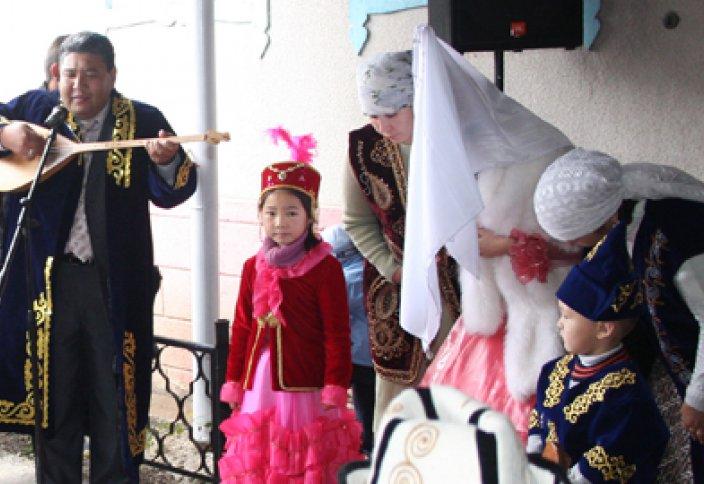 Являются ли поклоны, совершаемые невестой во время «Беташара», ширком или нет?