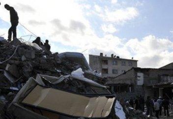 Түркияда жойқын жер сілкінісі болды: Қаза тапқандар бар (фото+видео)