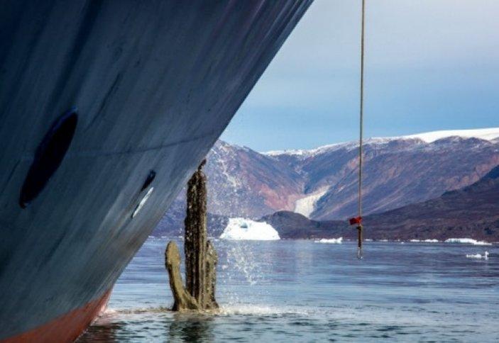 Как якорь удерживает на месте огромный корабль? (фото)