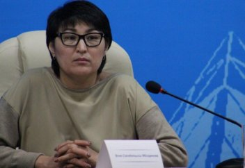 Эксперт: В Казахстане госслужащие могут читать намаз и ходить в мечеть