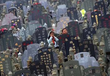 Похороны в Китае: роскошь, нищета и катастрофа