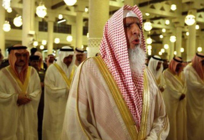 «Прогулы» обязательных молитв в Рамадан – наблюдение за имамами Саудовской Аравии