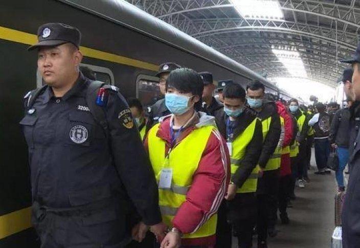 Моңғолиядан депортацияланған 800 қытай: Бейжің оларды қалай қарсы алды?