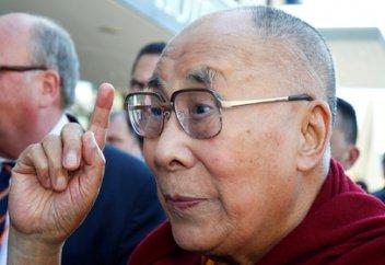 Далай-лама пригрозил переродиться в Индии
