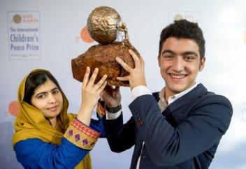 Подросток открыл школу для детей-беженцев
