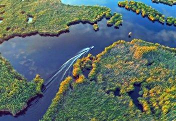 Казахстанский блогер Елена Кукеле показала красоту Балхаша (видео)