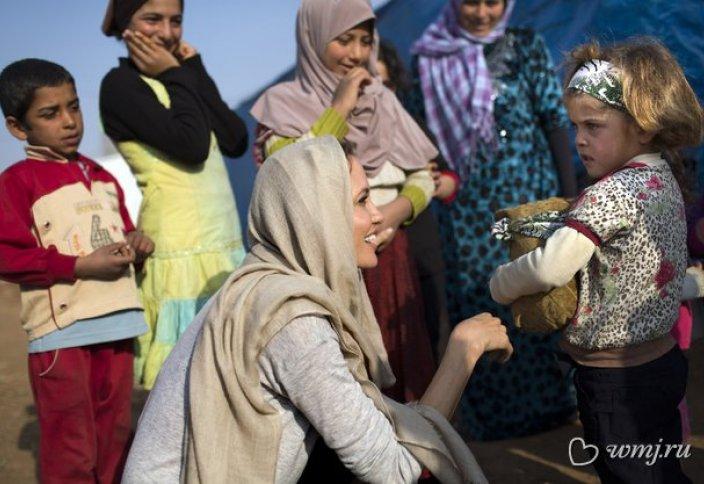 Анджелина Джоли планирует «воспитать» сирийского ребенка