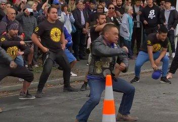 Түземдіктер (аборигендер) Жаңа Зеландиядағы терактіден қаза тапқан мұсылмандарды би билеп, еске алды (видео)