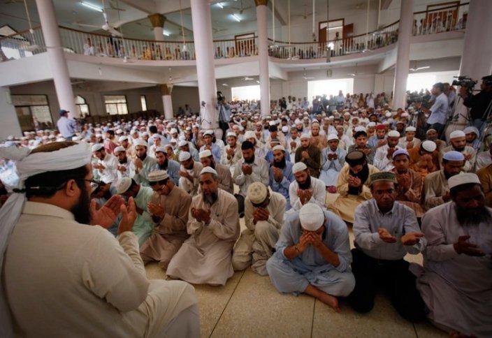 Франция требует от имамов получать знания внутри страны