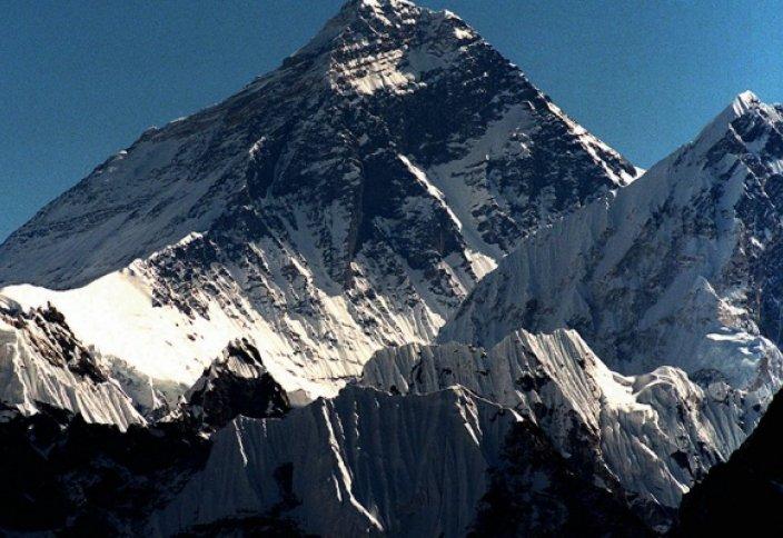 Непалдағы зілзаладан Эверест аласара түсті
