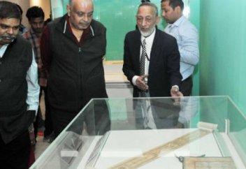 В Индии представили рукопись Корана написанную Али ибн Абу Талибом