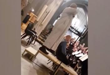 Разное: Звучный азан в кафедральном соборе вызвал бурную реакцию (ВИДЕО)