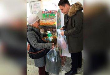 В магазине Кызылорды появились полки с бесплатными продуктами для нуждающихся