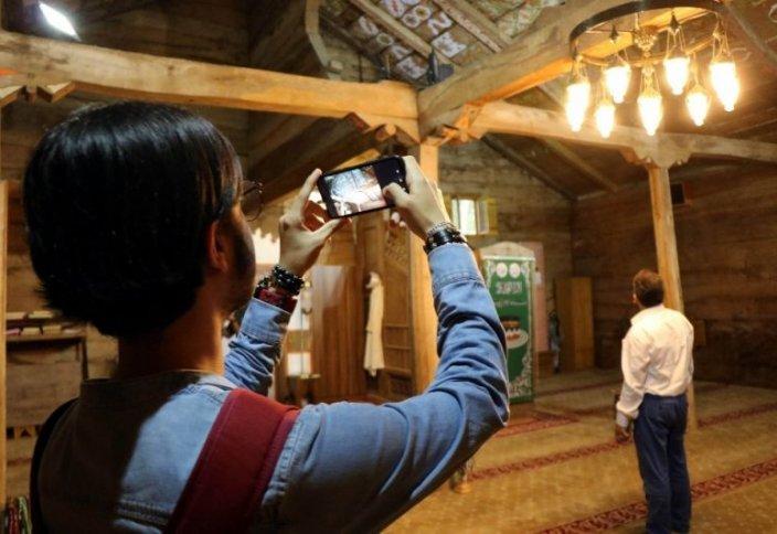 Удивительная мечеть привлекает туристов (фото)