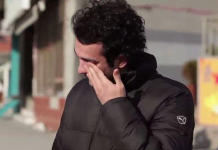 Саңырау жігіт үшін көше тұрғындары жаппай ым-ишаратпен сөйлеуді үйренді (видео)