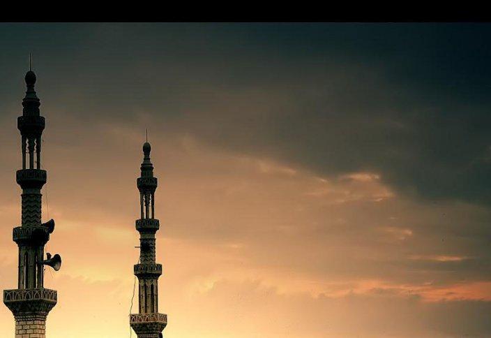 Почему все в намазе, а также азан произносится на арабском языке? Разве не может каждая нация совершать эти поклонения на своем родном языке?