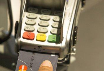 Қазақстанда саусақ ізін танитын банк картасы іске қосылуы мүмкін