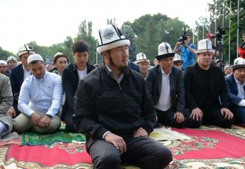 Разные: Кыргызстан - немного ислама в свестском государстве