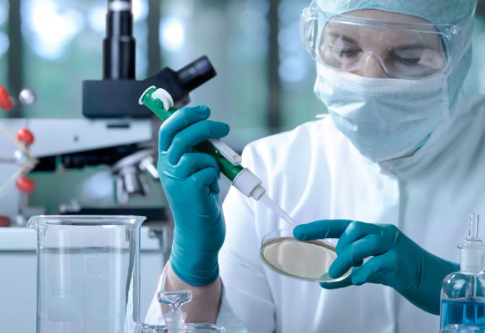 Волшебной таблетки от COVID-19 не будет: коронавирус можно победить лишь комплексно