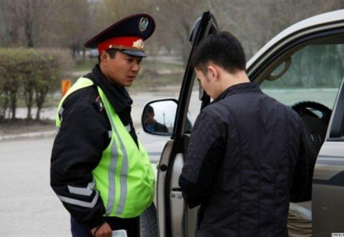 Біле жүріңіз: Жол полицейі тоқтатқанда ұстанатын ережелер