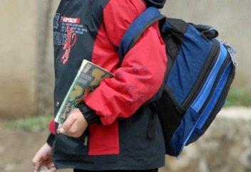 Министр высказался о тяжести школьных рюкзаков
