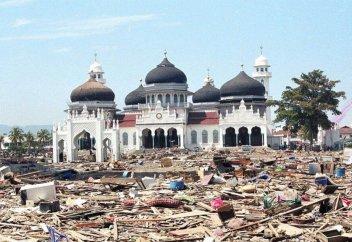 Байтуррахман Рая – индонезийская мечеть, пережившая цунами 2004 года (фото)