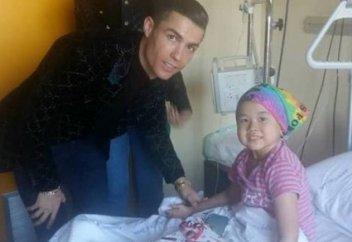 Криштиану Роналду навестил больную девочку из Кыргызстана (фото)