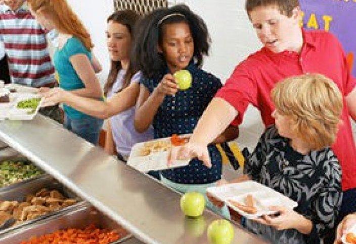 Мэр мұсылман оқушыларына шошқа етін жеуге мәжбүрлеуде