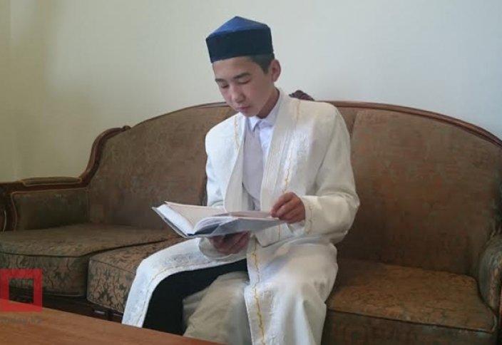 Достойное религиозное поколение Казахстана - 14-летний хафиз возглавляет таравих-намаз