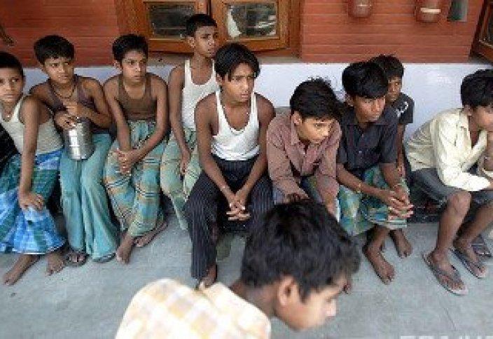 Үндістанда ата-аналары құлдыққа сатқан балалар құтқарылды