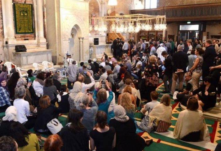 Мечеть в церкви – живая инсталляция для привлечения внимания