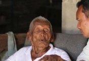Индонезияда жер бетіндегі ең кәрі тұрғын - 145 жастағы ер адам тұрады (видео)