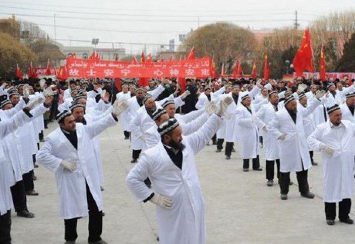 Қытайда имамдарды мәжбүрлеп билетті
