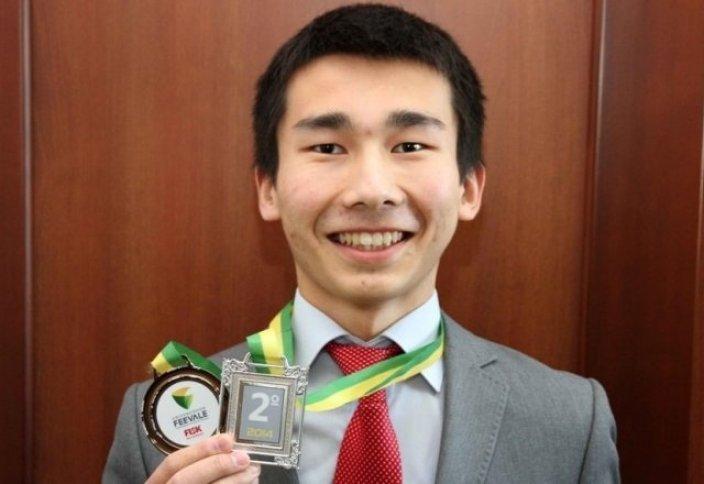 Атырауский школьник защитил честь Казахстана за океаном