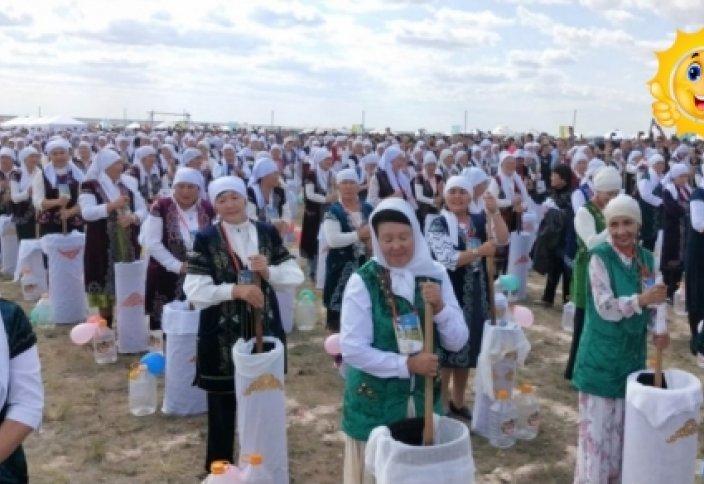 Мировой рекорд по взбиванию кумыса зарегистрировали в Казахстане (видео)